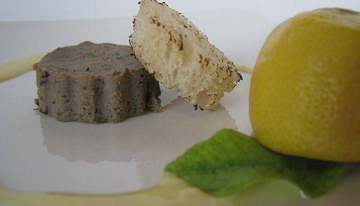 Fekete olívabogyós nyúlmájpástétom vaníliás citrommártással