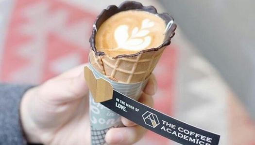 Egy korty kávé, egy falat tölcsér