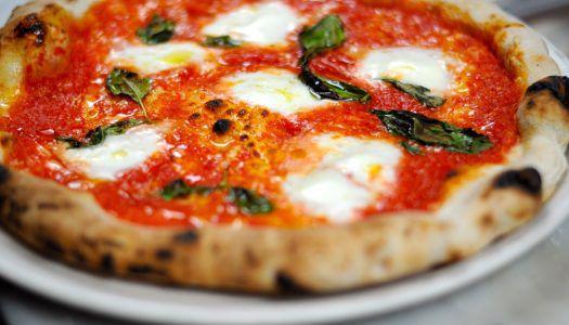 Örömükben ingyen osztották a pizzát Nápolyban