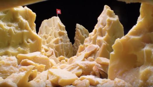 Na, ez food porn: az olvadó sajt, a szétfolyó tojássárgája és a tökéletlen krumplik gyönyörűsége